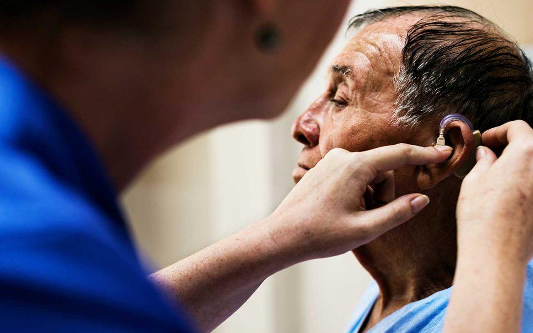 Perda auditiva pode trazer sérias consequências para o cérebro em adultos.